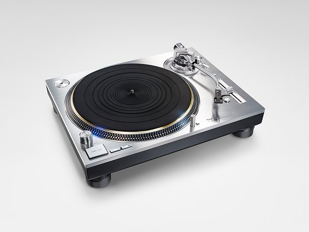 Technics SL-1200GEG-S turntable, SU-G700E integrated amplifier, and SB-G90E loudspeakers