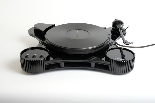 Helius Designs Alexia turntable and Omega tonearm