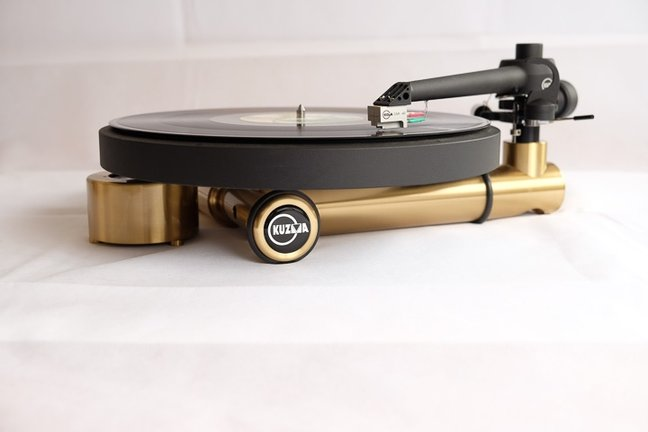 Kuzma Stabi S turntable, 4Point 9 tonearm, and CAR‑40 MC cartridge