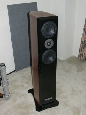 First Look: Usher Audio Mini Dancer Two Loudspeaker