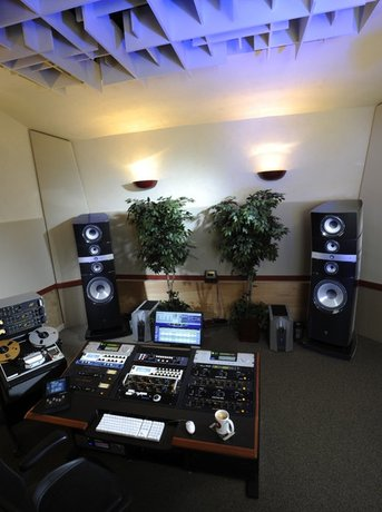 The Best System I''ve Ever Heard in a Studio (or perhaps anywhere!)
